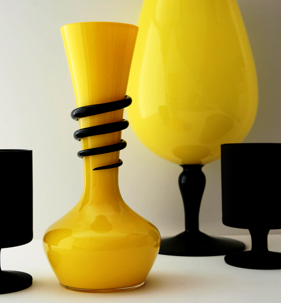Retro Art Glass offers a huge selection of quality antique, vintage and retro art glass and glassware