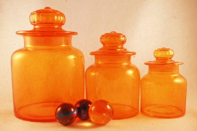Vintage retro orange glass kitchen or bar canister set for Kitchen set orange